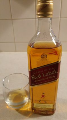 Johnnie Walker Red Label - en sjus til isterninger Alcohol Aesthetic, Absolut Vodka, Food Snapchat, Quotes About Photography, Scotch Whiskey, Smoking Weed, Whisky, Alcoholic Drinks, The Rock