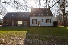 Renovation and expansion former gamekeeper house- Gent - Callebout Architecten Wood Architecture, Organic Architecture, Residential Architecture, Extension Veranda, Rural House, Weekend House, Up House, House Extensions, Future House