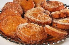 Rabanada tradicional Traditional French toast is a special recipe, commonly made at the end of the y Portuguese Sweet Bread, Portuguese Recipes, Portuguese Food, Sweet Recipes, Cake Recipes, Comida Boricua, Special Recipes, Christmas Desserts, French Toast