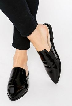 Los zapatos destalonados también vuelven a estar de moda