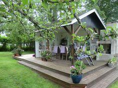 Pergola Over Front Door Outdoor Areas, Outdoor Rooms, Outdoor Living, Modern Greenhouses, Scandinavian Cottage, Screen House, Pergola Shade, Outdoor Projects, Backyard Patio