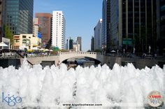#vamoskigo | Cheonggyecheon Stream | Seoul, South Korea | In downtown Seoul you'll find a beautiful river with fountains and waterfalls. A walk or impromptu picnic is a great way to relax and enjoy the city's beauty.