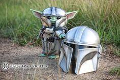 Armored Baby Yoda from The Mandalorian - Media Chomp Definition Of Geek, Mandalorian Armor, Instagram Artist, Geek Art, Geek Girls, Star Wars, The Incredibles, Humor, Guys