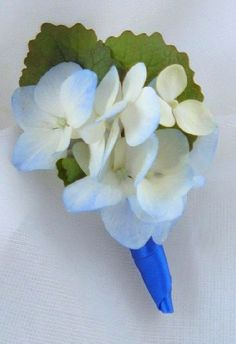 Boutonniere hydrangea blue and white.PNG