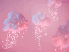 It's raining pink. Via | minyacocco.tumblr.com