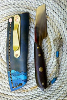 weapon handmade rigging knife by Densmore Knives Cool Knives, Knives And Tools, Knives And Swords, Leather Working, Metal Working, Knife Sheath, Cold Steel, Fixed Blade Knife, Custom Knives