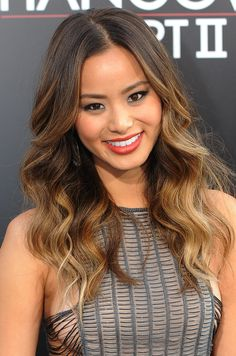 Find trending Ombre Hair Ideas for summer! Get Ombre hair how-tos and secret ombre hair colors for all blonde, brown, black-haired ladies out there! Blond Ombre, Ombre Hair Color, Cool Hair Color, Brown Hair Colors, Dark Ombre, Curly Balayage, Balayage Hair Blonde, Jamie Chung, Pelo Color Azul