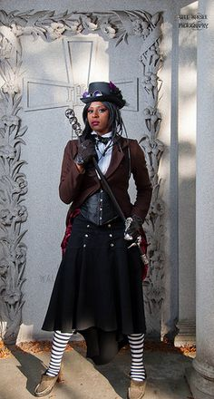 great sailor inspired skirt, would love to see the back of this - does the jacket have tails?