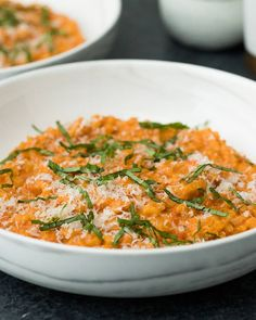 This tomato cream risotto made with Prego Farmers' Market® Roasted Garlic sauce is an easy and absolutely irresistible weeknight meal. Risotto Recipes, Pasta Recipes, Dinner Recipes, Cooking Recipes, Summer Drink Recipes, Lasagna Recipes, Cod Recipes, Cabbage Recipes, Broccoli Recipes