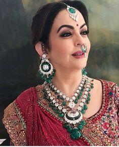 Nita ambani looks gorgeous Emerald Jewelry, Ethnic Jewelry, Diamond Jewelry, Diamond Necklaces, Indian Wedding Jewelry, Indian Jewelry, Bridal Jewelry, Indian Bridal, Priyanka Chopra Wedding