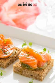 Ces toasts au saumon mariné sont rapides et faciles à préparer pour l'apéritif. #recette#cuisine#toast#aperitif #apero #saumon Gourmet, Marinated Salmon