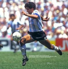 Gracias Maradona por tanto fútbol!! Gran foto del fotógrafo Tomikoyi Football Names, World Football, Soccer World, Nike Football, Soccer Pro, Soccer Guys, Football Players, Lionel Messi, History Of Soccer