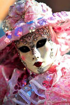 Venice Carnival costume, pretty in pink (Source:Xavier Aubercy)