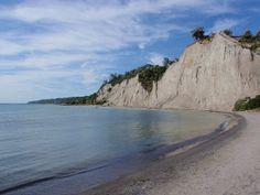 Go to the beach at the Scarborough Bluffs. just found out this existed. Scarborough Ontario, Scarborough Bluffs, Rocky Shore, Summer Goals, Places Ive Been, The Neighbourhood, To Go, Canada, Beach