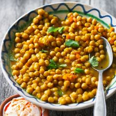 Try serving this Moroccan chickpeas with saffron and coriander with grilled merguez sausages, a simple roast chicken or just a pile of couscous!