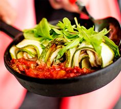 5:2-dieetti – kesäkurpitsa-seitirullia tomaattikastikkeessa