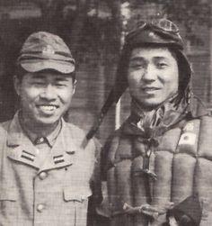 左は浅野文祥少尉。