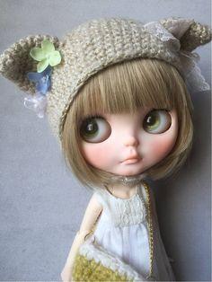 *HKC*blythe outfit ベージュ系2点セット_画像2 Pretty Dolls, Cute Dolls, Cuddle Buddy, Ball Jointed Dolls, Doll Face, Big Eyes, Blythe Dolls, Beautiful Creatures, Cuddling