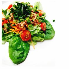 Spinach, lettuce, grated carrot, 1/2 a tub of tuna infusions, spring onions, chives & cress. Served with homemade balsamic dressing!