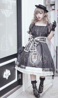 Gothic/classical lolita