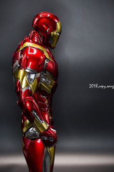 Genius billionaire inventor, industrialist, and CEO of Stark Industries Tony Stark builds an armored suit and becomes the armor-clad superhero named Iron Man. Heroes Dc Comics, Marvel Comics Superheroes, Marvel Art, Marvel Characters, Marvel Avengers, Iron Man Fan Art, Best Avenger, Iron Man Wallpaper, Ironman