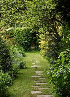 25 most beautiful DIY garden path ideas - garden paths Unique Garden, Diy Garden, Natural Garden, Dream Garden, Garden Paths, Brick Garden, Gravel Garden, Pea Gravel, Shade Garden