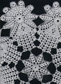 Debora De Monterroso's media content and analytics Crochet Round, Crochet Squares, Filet Crochet, Crochet Motif, Hand Crochet, Crochet Lace, Crochet Tablecloth Pattern, Crochet Cushions, Lace Knitting Patterns