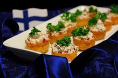 Kakkuviikarin vispailuja!: Krustardit kinkkutäytteellä Bruschetta, Finger Foods, Thai Red Curry, Feta, Chicken, Ethnic Recipes, Sweet, Desserts, Deserts
