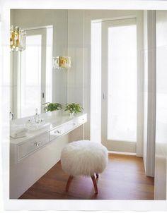Calm and elegant bath via kellygdesign