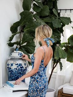 Cydney Morris is not only the founder of Stone Cold Fox, but also has a keen eye for interior design. Take a look inside Cydney Morris's home. White Fashion, Look Fashion, Spring Fashion, Fashion Ideas, Blue And White Summer Dresses, Johann Wolfgang Von Goethe, Stone Cold Fox, Blue And White China, Luxury Dress