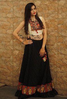 Black Simple Lehenga With Cream Embroidered Blouse For navratri Garba Dress, Navratri Dress, Lehnga Dress, Lehenga Choli, Chaniya Choli For Navratri, Bandhani Dress, Sharara, Half Saree Designs, Choli Designs