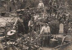 Niemiecka piechota napełniająca wodą pojemniki, Wschodni Front 1916 rok