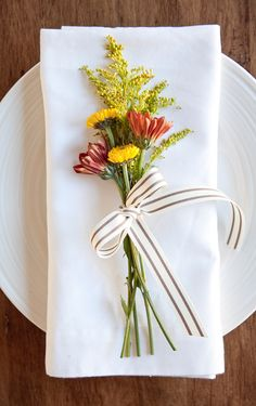 A Floral Thanksgiving Place Setting
