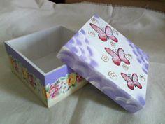 Caixa de MDF decorada com papel de decoupagem