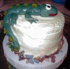 When I was asked to make a homemade cake climbing lizard cake for my friend's son's birthday party I came to this website for inspiration and found lot Diy Birthday Cake, 7th Birthday, Birthday Ideas, Birthday Parties, Lizard Cake, Homemade Cakes, Amazing Cakes, Cake Ideas, Climbing