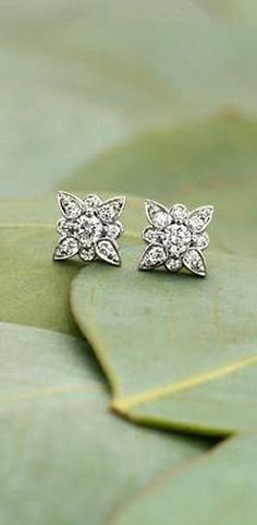 Floral Diamond Earrings  ❤︎