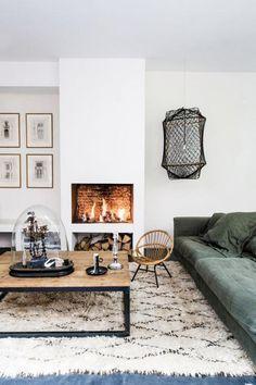 maroc deco rustique | tapis marocain, grande table basse et sofa confortable, cheminée ...