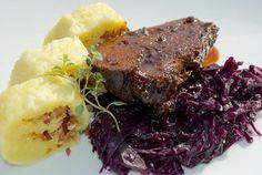 "Recept: Bravčový bôčik a divina s kapustou a zemiakovou knedľou (alebo ""Knedlo-zelo-vepřo"" na iný spôsob) | Nebíčko v papuľke Steak, Cabbage, Food And Drink, Yummy Food, Vegetables, Delicious Food, Steaks, Vegetable Recipes, Cabbages"