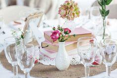 Déco / Centre de tables Nude / Vintage / Chabby MG Events Ile de Ré Chandeliers, Table Decorations, Organiser, Home Decor, Celebration, France, Chic, Wedding Centerpieces, Wedding Tables
