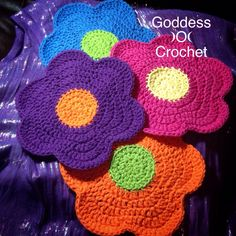 Flower Power Dishcloth Set – link to free crochet pattern by Doni Speigle