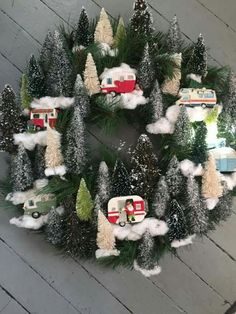 Retro Vintage Camper Wreath … these are the BEST homemade Christmas wreath ideas … - Christmas Crafts Homemade Christmas Wreaths, Noel Christmas, Primitive Christmas, Holiday Wreaths, Christmas Projects, Winter Christmas, Holiday Crafts, Christmas Ornaments, Xmas