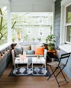 For more informations check http://ift.tt/1Qi6d5x you catch this week's feature on how to style a small outdoor space on a budget? Check it out at theeverygirl.com (link in profile) - you won't believe what it looked like BEFORE  by theeverygirl_