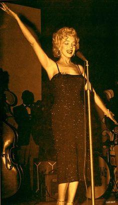 Marilyn Monroe - Photo posted by schpolarlicht - Marilyn Monroe - Fan club album -