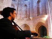 Emilio, del duo Artem, Preciosa foto de uno de sus conciertos. Música para celebraciones y eventos. www.noviachic.es