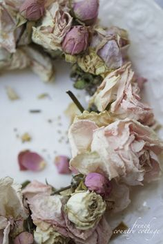 FRENCH COUNTRY COTTAGE: 15 minute dried flower wreath