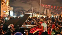 The beautiful part of the resistance. They brought an actual piano to the middle of Taksim square. It was the most beautiful spontaneous concert I've ever seen. It was a serene, magical scene. Piano Recital, Im A Dreamer, The Dreamers, Paris, Shit Happens, Concert, Turkey, Monterey Bay, Twitter