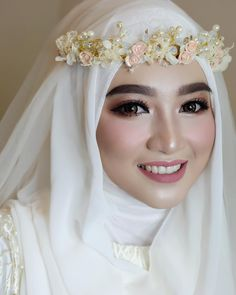 Have a special makeup for special occasions? Let's share your beautiful makeup here. - Graceful Makeup by   Muslim Wedding Gown, Kebaya Wedding, Muslimah Wedding Dress, Hijab Style Dress, Muslim Wedding Dresses, Muslim Brides, Wedding Gowns, Muslim Couples, Wedding Cakes