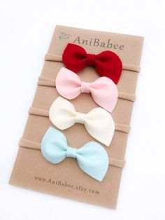 Felt Bows are attached to a skin Baby Girl Bows, Baby Girl Headbands, Girls Bows, Baby Girls, Baby Girl Hair Accessories, Felt Headband, Felt Bows, Ribbon Art, Diy Bow