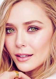 Elizabeth Olsen as Heather - Jack's true love, a farmer's daughter who owns an apple orchard Olsen Sister, Olsen Twins, Beautiful Eyes, Beautiful Women, Elizabeth Olsen Scarlet Witch, Queen Elizabeth, Mary Kate Olsen, Provocateur, Elisabeth