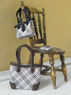 All about dollhouses and miniatures: Lotte`s minishoes in schaal 1:12